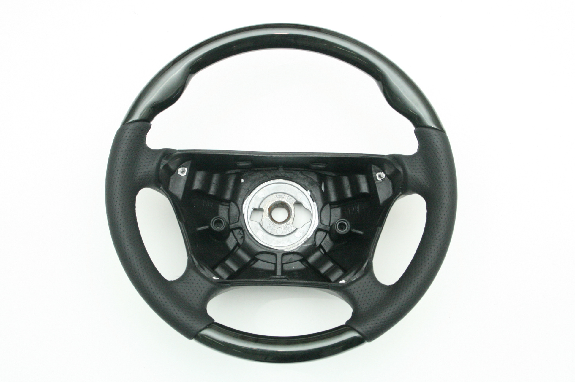 Mercedes benz e350 steering wheel cover fiat world test for Mercedes benz steering wheel cover